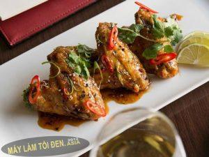 gà rán nước xốt tỏi đen asia web 300x225 - Các món ăn từ tỏi đen của người Nhật Bản.