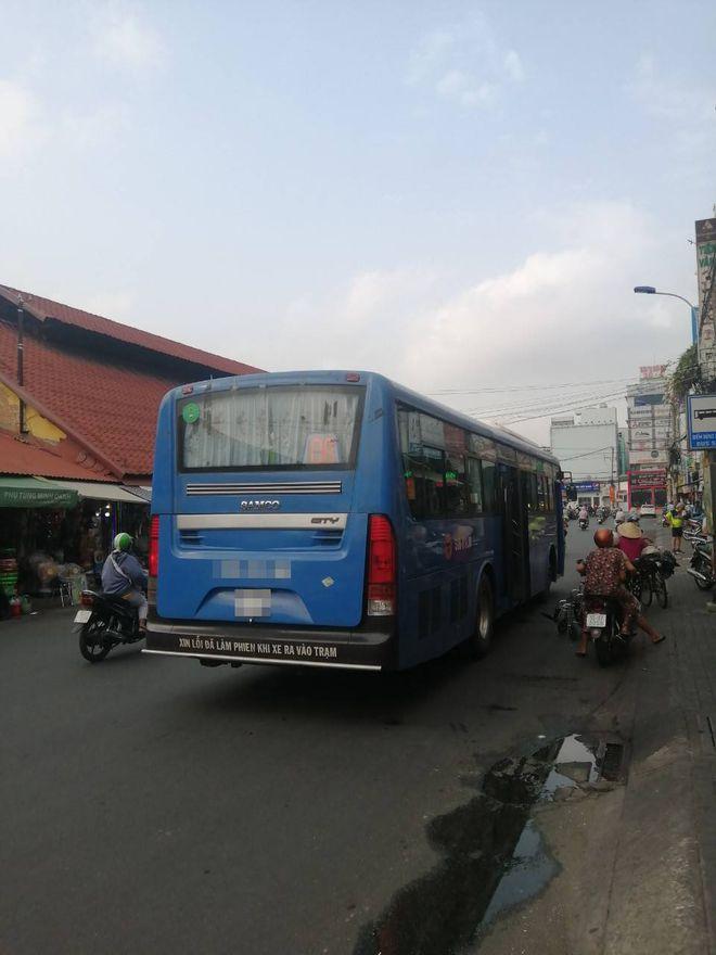 2 9 - Bức xúc nữ tiếp viên xe buýt tỏ 'thái độ' khi người khuyết tật lên xe