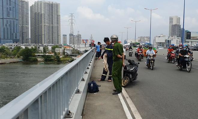 2 byvf - TP.HCM: Để lại balo trên cầu, nam thanh niên nhảy cầu Sài Gòn mất tích