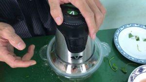 Hướng dẫn cách xay 500g con cá rô bằng máy xay sinh tố Viaicom V2A và cái kết. Xem ngay 300x169 - Hướng dẫn cách xay 500g con cá rô bằng máy xay sinh tố Viaicom V2A và cái kết. Xem ngay!