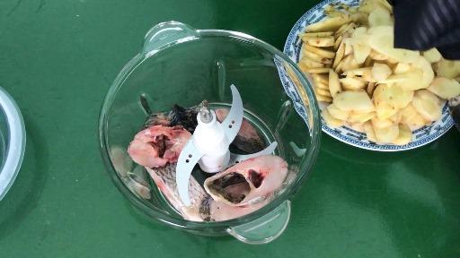 Hướng dẫn xay 500g con cá rô bằng máy xay hạt khô Viaicom V2A và cái kết. Xem ngay - Hướng dẫn xay 500g con cá rô bằng máy xay hạt khô Viaicom V2A và cái kết. Xem ngay!