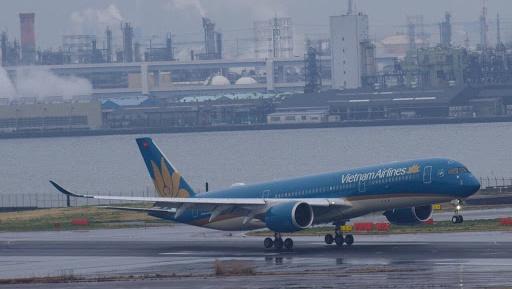 VNA169 - Tìm 27 khách thương gia cùng bay với bệnh nhân mắc Covid-19 ở Hà Nội