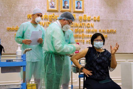 cambodia vaccination 1616215298804989197932 e1616377857189 - WHO cảnh báo tình hình dịch nghiêm trọng tại Campuchia