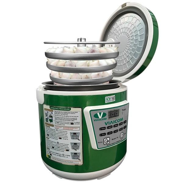 cho khay tỏi vào nồi - Máy làm tỏi đen VIAICOM V6 - 6 lít - Công Nghệ Nhật Bản Mới Nhất