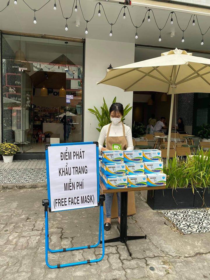 Những điểm phát khẩu trang miễn phí tại Hà Nội, TP HCM, Đà Nẵng giữa bão dịch corona