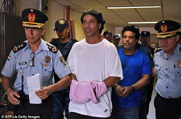 ronaldinho - Ronaldinho thoát cảnh 'cơm tù' sau khi nộp gần 2 triệu USD