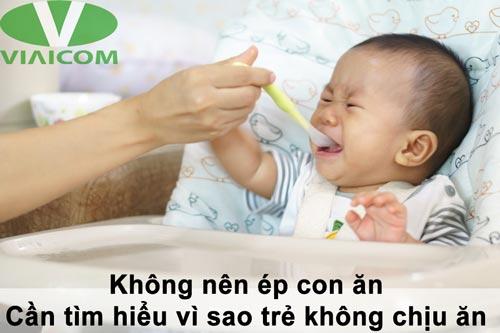 Không nên ép trẻ ăn khi trẻ không muốn