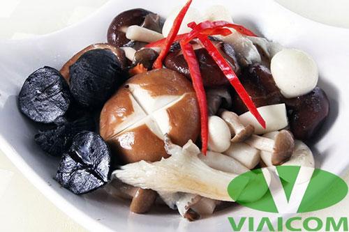 tỏi đen kết hợp trong món ăn - Ăn tỏi đen vào lúc nào để giảm cân?
