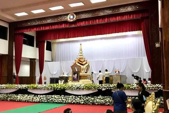 tang le chim du thuyen lao 1617610435223656119434 - Vụ lật tàu ở Lào: Nguyên tổng bí thư Sayasone an toàn, vợ không may qua đời