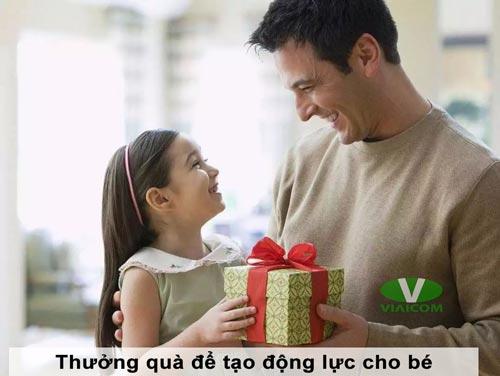 Thưởng quà để tạo động lực cho bé