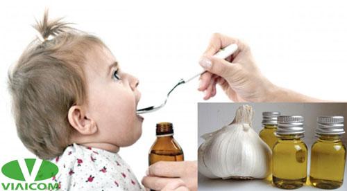 Tinh dầu tỏi chữa bệnh cảm cúm, ho, sổ mũi cho trẻ em