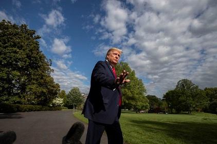 """trump 1588546505527 - Hơn 68.000 người chết vì Covid-19, ông Trump tìm cách """"xoay trục kinh tế"""""""