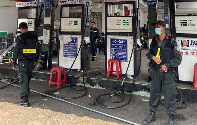 xang gia tbmn - Đường dây 200 triệu lít xăng giả: Khám xét thêm 2 DN xăng dầu, bắt 2 người